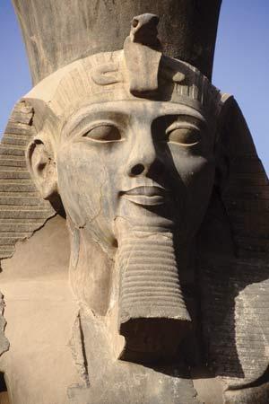 Ramsés I estatua
